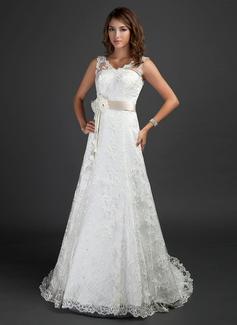 Forme Princesse Col V Traîne moyenne Dentelle Robe de mariée avec Ceintures Emperler Fleur(s)