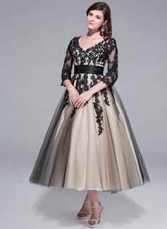 Corte de baile Escote en V Hasta la tibia Charmeuse Tul Vestido de novia con Volantes Los appliques Encaje