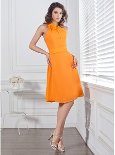 A-Line/Princess Scoop Neck Knee-Length Chiffon Bridesmaid Dress With Ruffle Flower(s) Bow(s)