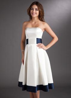 Corte A/Princesa Estrapless Altura de la rodilla Satén Vestido de novia con Fajas Lazo(s)